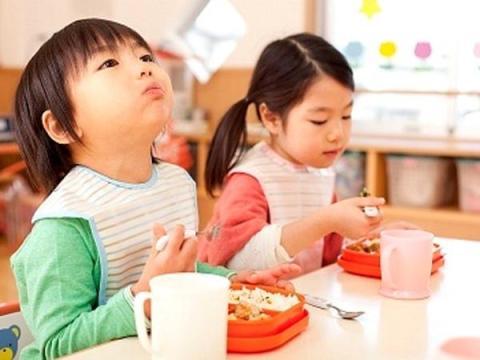 contok gaya makan anak